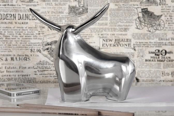 Bull – skulptur i silver