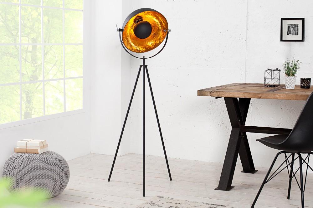 VILAFRANCA golvlampa i minimalistisk retrodesign, insida i guld
