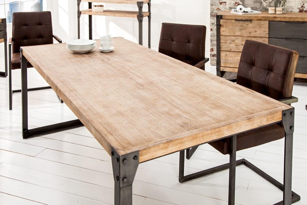 Matbord I Industriell Stil, Metall Möter Massivt Trä